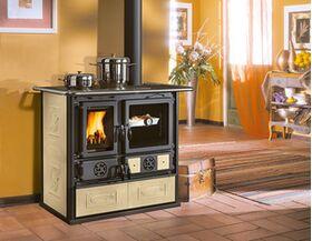 Cucina e stufa a legna con rivestimento in maiolica Beige Pergamena mod. ROSA 4.0 - LIBERTY NORDICA